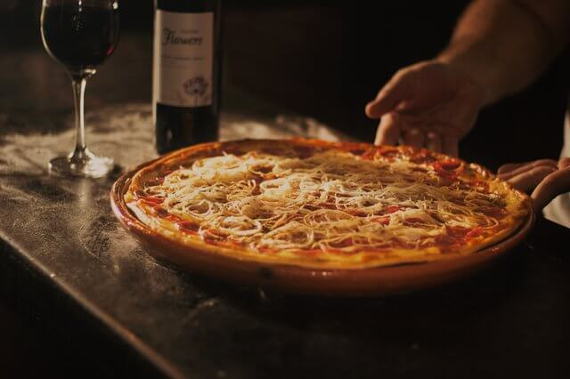 pizza-restaurant-facebook-marketing (1)